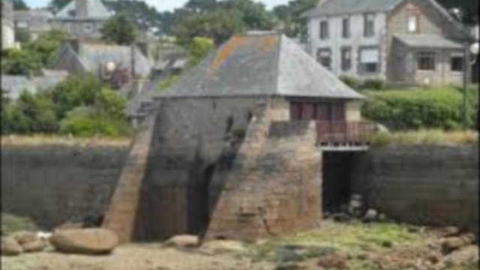 Tableau aquarelle Bretagne GR34 Le moulin à marée du petit Traouïero, à Ploumanac'h